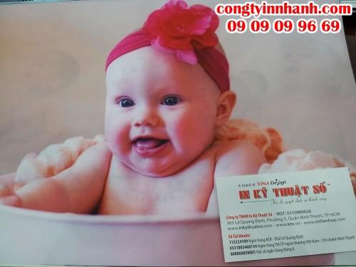 In tranh silk hình em bé dễ thương làm quà biếu khách hàng nhân dịp đón Tết chất lượng hình đẹp, giá thành phải chăng từ Công Ty In Nhanh