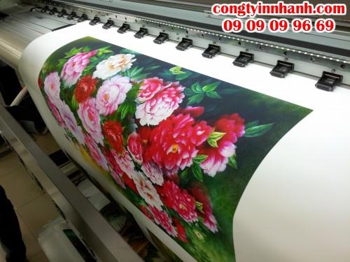Tranh in bằng chất liệu vải silk, vải canvas với các chủ đề khác nhau đều trực tiếp in ấn từ máy in khổ lớn mực dầu/mực nước cho hình ảnh đẹp, ấn tượng và độ bền cao