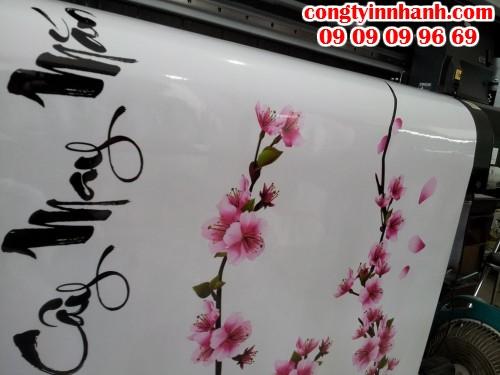In decal dán kính hình hoa đào, hoa mai,... đẹp và ấn tượng, tạo không khí đón Tết ngập tràn cho showroom, cửa hàng,... của bạn