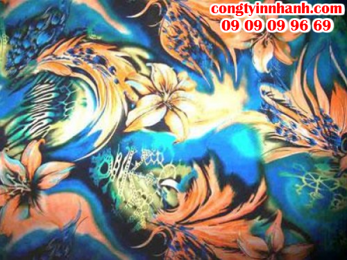 In tranh nghệ thuật trên chất liệu vải silk mềm, rũ, mang lại sự sang trọng cho quà tặng của bạn dành cho khách hàng